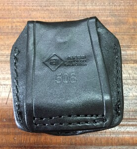 AKER レザーハンドカフケース A506-BP プルスロータイプ BLACK サバゲーの写真1