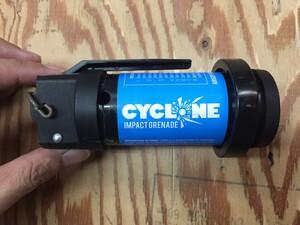 AIRSOFT INNOVATIONS サイクロンインパクトグレネード ガス式BB弾用 ブルー インドアの写真2