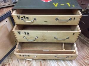 チェコ軍放出品 メディカルボックス V-1表記 医療器具運搬BOX ミリタリー コレクションの写真8